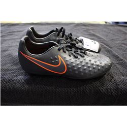 NIKE CLEATS SIZE 5