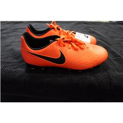 NIKE CLEATS SIZE 4