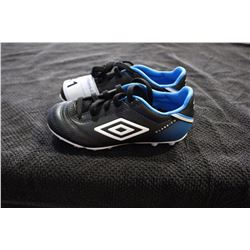 UMBRO CLEATS SIZE 11.5 CHILDS