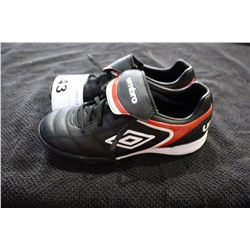 UMBRO CLEATS SIZE 3