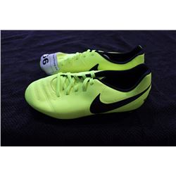NIKE CLEATS SIZE 6