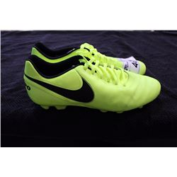 NIKE CLEATS SIZE 11.5