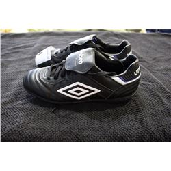 UMBRO CLEATS SIZE 8