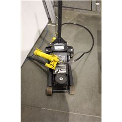 FLOOR JACK AND AN AIR JACK