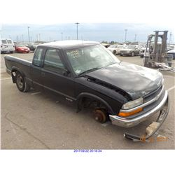 2002 - CHEVROLET S-10//SALVAGE TITLE