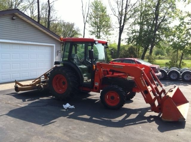 Diesel Kubota L4330 Tractor w/ 500 Hrs , Cab and Front Loader