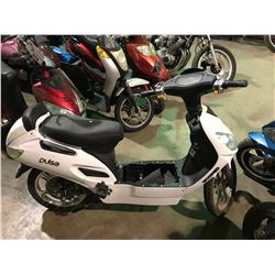 WHITE PULSE  ELECTRIC  SCOOTER   (NO  REGISTRATION OR KEY OR CHARGER)