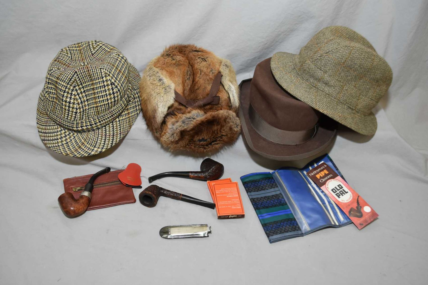 Selection of gent's vintage hats including R C M P 100