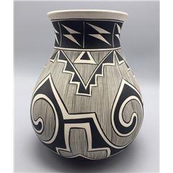 Mary Saxon Navajo Pottery Vase