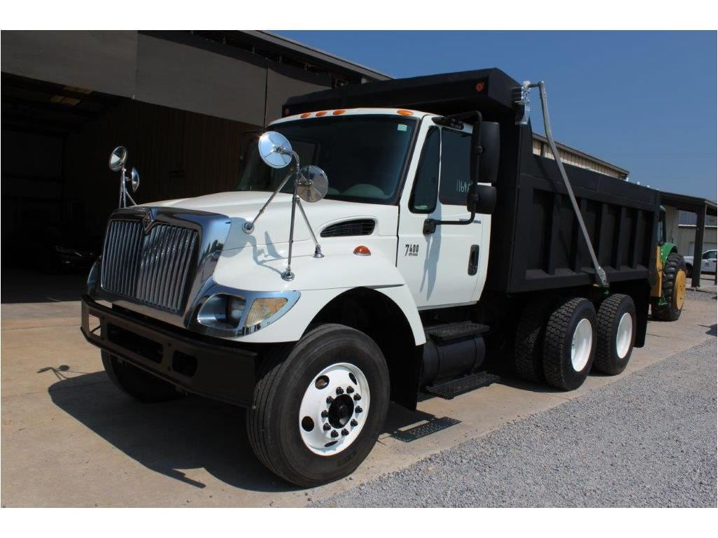 2006 INTERNATIONAL 7400 Dump Truck, VIN/SN:1HTWHAAR46J304928 -T/A, 7 6L 260  HP Int  DT466 engine, Al