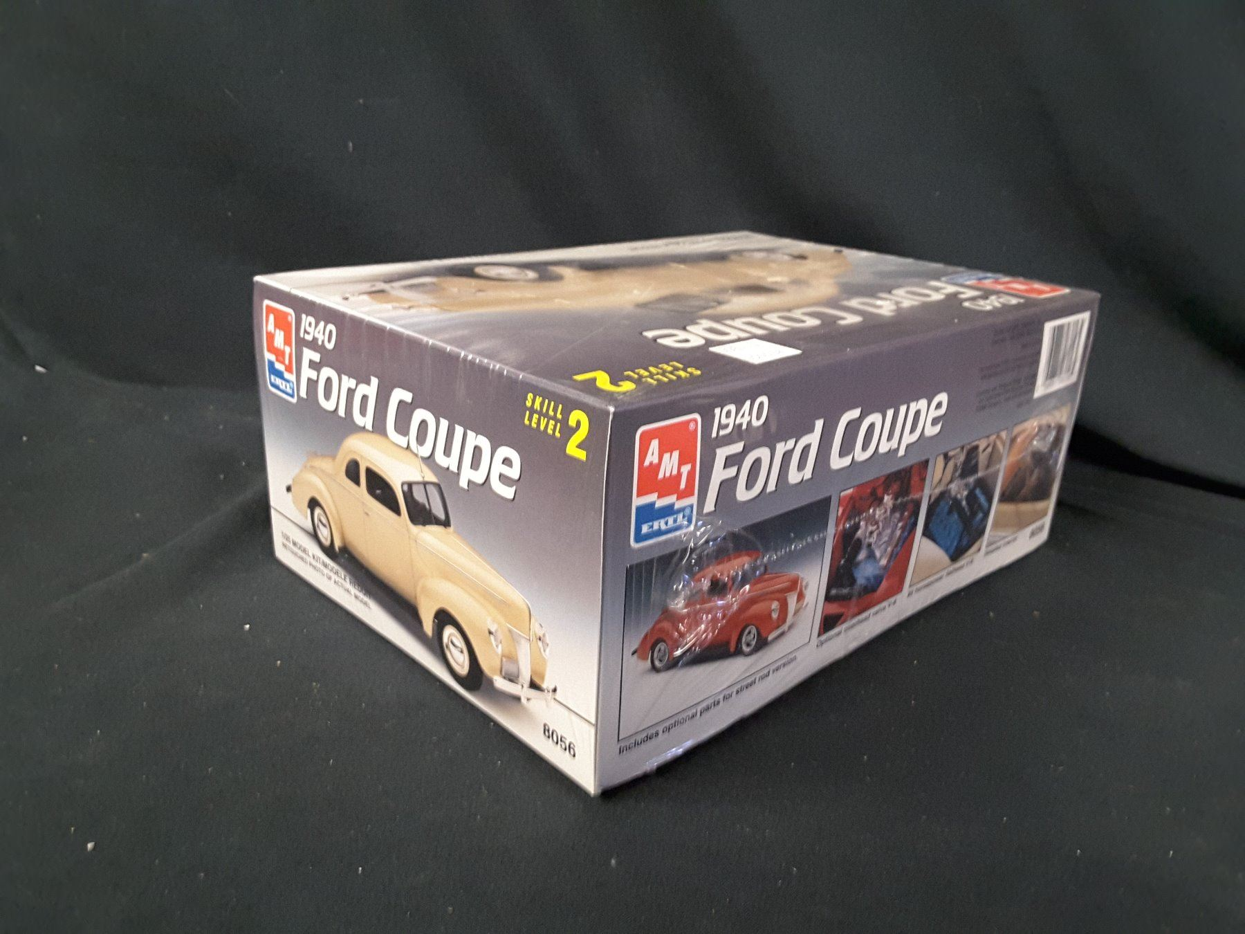 AMT/ERTL 1940 Ford Coupe 1/25 Kit (UNBUILT IN BOX)