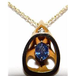 Yogo Sapphire pendent, single oval cut Yogo, 4.6 mm x 5 mm, 14 kt yellow gold
