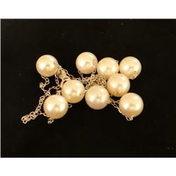 Ladies pearl chain, 9 white cultured pearls, 6.5 - 7 mm each, 14 kt white gold