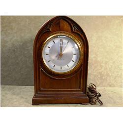 New Haven elec. shelf clock, beehive wooden case