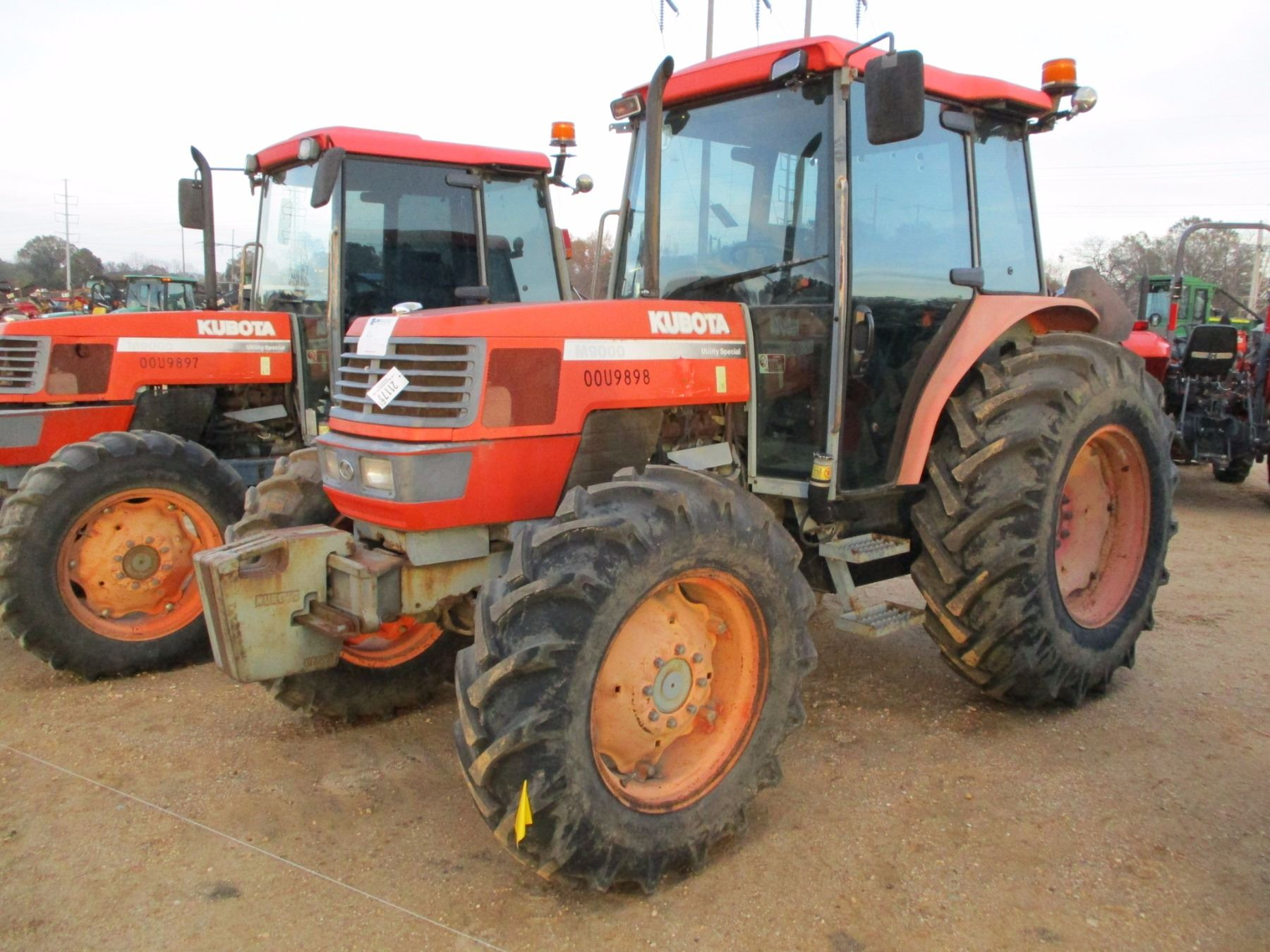 KUBOTA M9000 FARM TRACTOR, VIN/SN:53234 - MFWD, 3 REMOTES, ECAB W/AC,  18 4-30 TIRES, METER READING 4