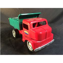 TONKA TOYS VINTAGE METAL PICK UP TRUCK, SERIAL NUMBER 973021, WITH LEVER CONTROLLED BED, 12'' LONG