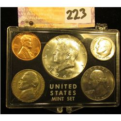 1967 P U.S.Year Set with 40% Silver Half-Dollar in a Snap tight holder. Brilliant Uncirculated.