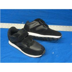 New runners size 7 black