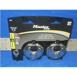 New Master lock padlocks set of 2