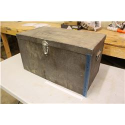 "Vintage Ice Chest/Cooler w/Dividers (13.5""x24.5""x13.5"")"