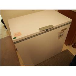 "Apartment Sized Deep Freezer (35""x22""x35"")"