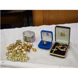 Lot Of Vintage Jewellery