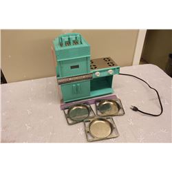 Kenner Easy Bake Oven With Baking Trays (3)