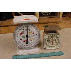 Vintage American Family Scale & A 1960s Canadian Postal Scale