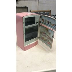 """wolverine"" Miniature Refrigerator"