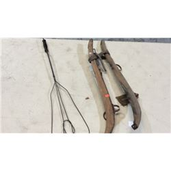 Rug beater, pair of hames