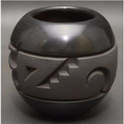 SANTA CLARA POTTERY JAR (BEGAY)