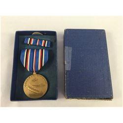 World War II US American Campaign Medal, Complete Crimp Brooch, Ribbon Bar - In Original Box - Medal