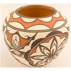 Olla Pot by Priscilla Peynesta