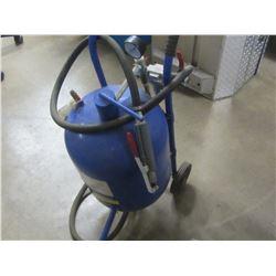 Sandblaster 10 gallon with hose/gun