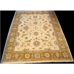 Nicely Contrasted Sultanabad Design Rug