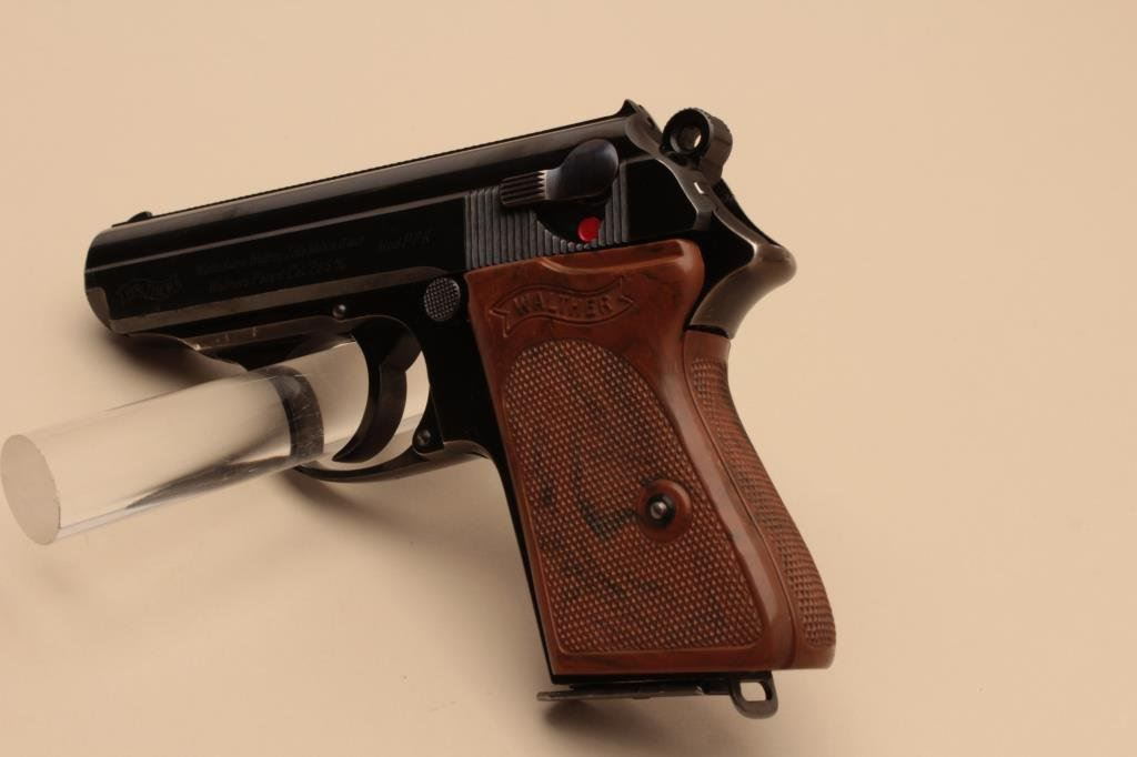 Walther Model PPK semi-automatic pistol, 7 65mm caliber