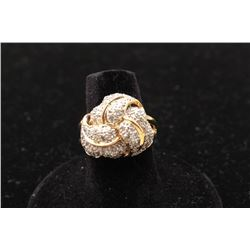 Fine loveknot design cluster ring in 14 kt yellow gold