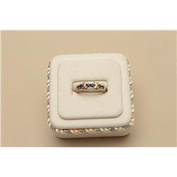 Approximately 1.2kt sapphire tw 10kt wg+yg. Est.: $200-$400