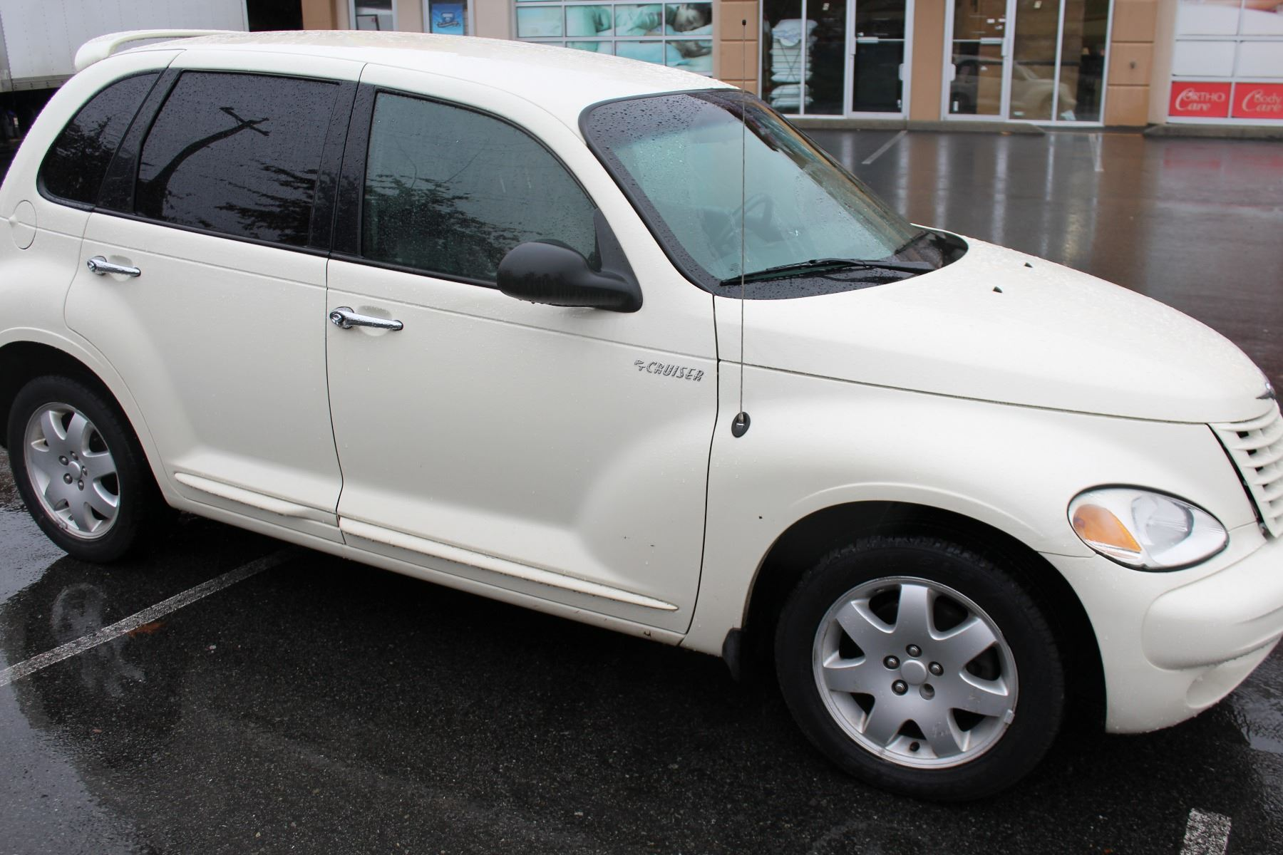 2005 CHRYSLER PT CRUISER, 4 DOOR AUTOMATIC, 160, XXX KM WITH 2 KEYS AND  FOBS,
