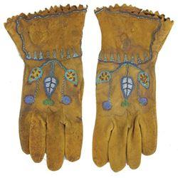 Plateau Beaded Gloves
