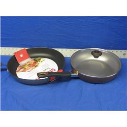 2 New frying pans / 1 with glass lid
