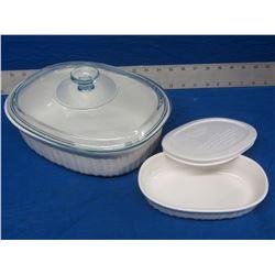New Corningware Stoneware 2 -1/2 quart with lid
