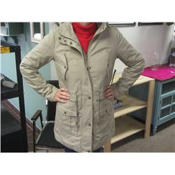 New quilted spring/fall womens coat med/lg.