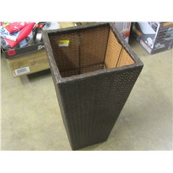 New wicker basket / outdoor patio plant stand