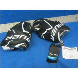 New Bauer junior 10.0 Hockey Gloves