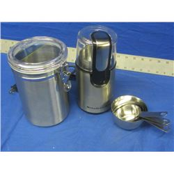 Kitchen aid slicer/blender / stainless canister and set of measuring cups