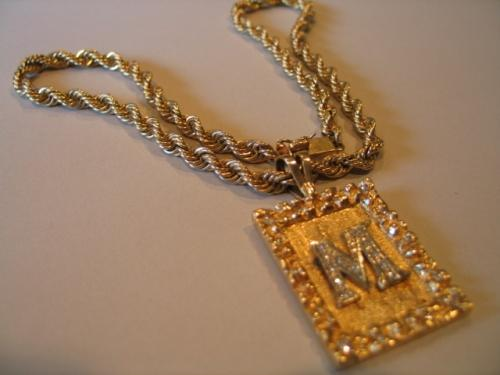 GOLD CHAIN W/LETTER