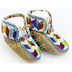 """Pair childs beaded moccasins cloth lined, very good to fine condition, 4.5"""" long.  Est. 75-150"""