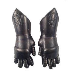 Underworld: Rise of the Lycans Viktor (Bill Nighy) Armor Gloves Movie Props