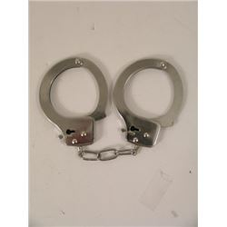 The Last Stand Ray Owens (Arnold Schwarzenegger) Handcuffs Movie Props